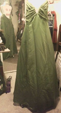 Up~cycling this Opera dress into my Steampunk Ball Gown <3 Making front lair to  flounce on the sides of the outer skirt.