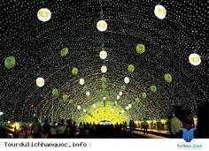 Ngoài những cảnh đẹp lãng mạn trong những bộ phim truyền hình dài tập nổi tiếng của xứ sở Kim Chi. Khách du lịch đến Hàn Quốc vào những ngày lễ hội sẽ thấy rất thích thú khi có dịp được tham gia vào những lễ hội đặc sắc tại nơi... Xem thêm: http://tourdulichhanquoc.info/nhung-le-hoi-noi-tieng-cua-xu-so-kim-chi-pn.html