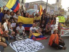 @HsalasteleSUR #España. Solidari@s con el paro agrario campesino entonan Himno Nacional de #Colombia en Puerta del Sol