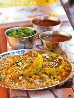 This dish actually makes a complete meal and one that takes very little cooking, especially if you have planned ahead and soaked the peas a day before. You can use a filling of your choice for the patties like peas, french beans, paneer, corn etc.  I also like to eat just the ragda topped with the onion and chutneys with pav instead of the patties.