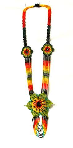 collar de piedras chaquiras realizado por la tribu Embera de Colombia... Flower Necklace, Tassel Necklace, Crochet Necklace, Necklaces, Peyote Patterns, Loom Patterns, Boho Jewelry, Beaded Jewelry, Mexican Designs
