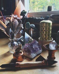 Pinterest: ρσяcєℓαιиIV Pagan paganism witch witchcraft goddess crystals altar herbs candles tarot spiritual mystic spell magic magick plants Pagão bruxa bruxo paganismo bruxaria feitiçaria cristais ervas tarô deusa espiritualidade místico ocultismo magia pedras