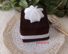 Felt food-cake