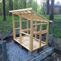 Building a Chicken Coop - Homesteading and Livestock - MOTHER EARTH NEWS comes with instructions on how to make a garden on your chicken coop roof. Cheap Chicken Coops, Portable Chicken Coop, Chicken Coup, Backyard Chicken Coops, Chickens Backyard, Simple Chicken Coop Plans, A Frame Chicken Coop, Small Chicken Coops, Backyard Ideas