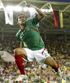 Nery Castillo es un jugador de fútbol mu famoso de San Luis Potosí. Nery marca   cuarenta y cuatro  goles para equipo Olympico y muchos más por el equipo de México.