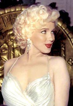 Marilyn at the 'Photoplay Awards' ~ 1954
