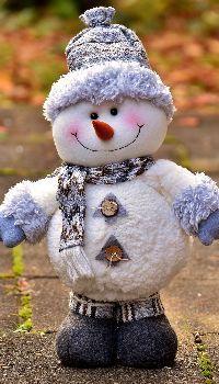 Christmas snowman figures Snowman Emoji, Snowman Hat, Snowman Crafts, Christmas Snowman, Snowman Quotes, Snowman Images, Snowmen Pictures, Snowman Wallpaper, Snowman Clipart