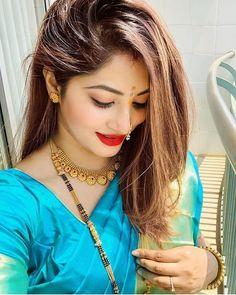 Industry Experts Give You The Best Beauty Tips Ever Best Beauty Tips, Beauty Hacks, Marathi Bride, Marathi Nath, Marathi Saree, Saree Jewellery, Gold Mangalsutra, Marriage Dress, Bridal Poses