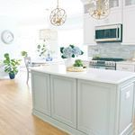 My secret for keeping a clean kitchen is having dinner at moms house My mom hosted us for a gorgeous day at the beach the best pork carnitas with peachmango salsa fresh blueberry pie Thanks mom all the sources paint colors for the kitchen are on the blog Search coastal kitchen Link in my bio sandandsisal coastalkitchen coastaldesign whitekitchen sandandsisal coastalbacksplash coastalhome clpicks kitcheninspo coastalliving goldpendant dreamkitchens mybhg quartzcountertops quartz beachhome ...