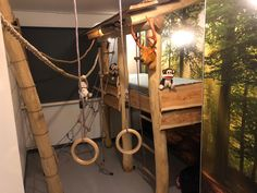 Jungle kamer Boys Jungle Bedroom, Jungle Room, Dream Rooms, Dream Bedroom, Camper Bunk Beds, Preschool Jungle, Kids Room Design, Diy Pallet Projects, Cool Beds