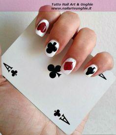 <p>Nail art senza pennelli e senza strumenti: poker d'assi Siete appassionate didecorazione unghie, ma non avete con voi tutti gli attrezzi? Ecco per voi un tutorial nail art che è possibile ricreare senza pennelli e senza strumenti! Basteranno infatti delle etichette adesive, uno stuzzicadenti e una forbicina per unghie, materiali …</p>