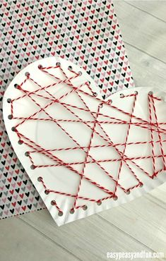 Threaded Heart Paper Plate Craft for Valentines Day - Easy Peasy and Fun Ninja Turtle Crafts, Dinosaur Crafts, Crab Crafts, Bug Crafts, Peacock Crafts, Butterfly Crafts, Strawberry Crafts, Minion Craft, Hedgehog Craft