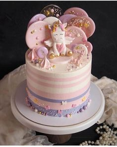 Informations About 20 Stunning Cute Cartoon Birthday Cake Ideas Pin Y… Cartoon Birthday Cake, 1st Birthday Cake For Girls, Creative Birthday Cakes, Baby Birthday Cakes, Unicorn Birthday, Happy Birthday, Beautiful Cakes, Amazing Cakes, Piggy Cake