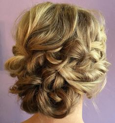 Messy Looped Updo Mother Of The Groom Hairstyles, Mother Of The Bride Hairdos, Prom Hairstyles For Short Hair, Mom Hairstyles, Short Hair Updo, Wedding Hairstyles, Hairstyle Ideas, Natural Wavy Hair, Natural Hair Styles