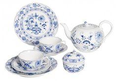 """Tee-Set, Zwiebelmuster, Form """"Neuer Ausschnitt"""" 975,00  Euro"""