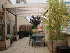 coin repas avec pergola en bois pour la terrasse extérieur