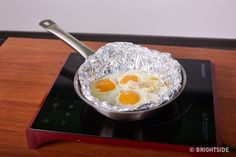 Aluminum Foil Hacks: All the Ways That This Foil Can Change Your Life - Living Magazine : Living Magazine Table Retractable, How To Cook Eggs, All The Way, Food Preparation, No Cook Meals, Food Hacks, Healthy Dinner Recipes, You Changed, Life Hacks