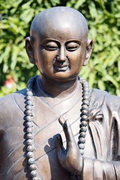 La photo du 30 septembre 2021 du site unoeilsurlaterre.com Photos Du, Statue, Art, Buddha, Art Background, Kunst, Performing Arts, Sculptures, Sculpture