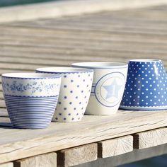 Mit den Latte Cups von GreenGate in der Hand kann der Tag doch nur gut werden. Ein Stück hübscher wird er auf jeden Fall! http://www.nostalgieimkinderzimmer.de/greengate-latte-cup-spot-indigo.html http://www.nostalgieimkinderzimmer.de/greengate-latte-cup-audrey-indigo.html http://www.nostalgieimkinderzimmer.de/greengate-latte-cup-small-star-indigo.html http://www.nostalgieimkinderzimmer.de/greengate-latte-cup-no1-indigo.html