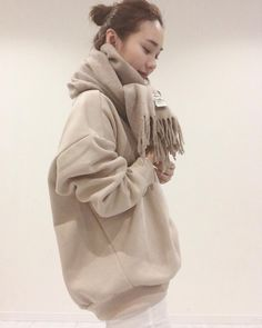 winter outfits japan in 2020 Casual Street Style, Casual Chic, Japanese Winter Fashion, Autumn Fashion 2018, Kpop Outfits, Fashion Outfits, Womens Fashion, Fashion Trends, Style Du Japon