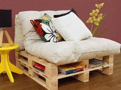 fauteuil avec rangement livres DIY: meubles en palettes de bois                                                                                                                                                                                 Plus