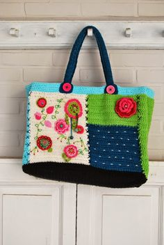Awesome Granny Square Crochet Bag Pattern Ideas – Page 21 of 56 – lasdiest.c… – Crochet Bag İdeas. Crochet Motifs, Crochet Tote, Crochet Handbags, Crochet Purses, Love Crochet, Diy Crochet, Crochet Patterns, Pattern Sewing, Bag Sewing
