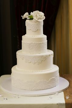 Classic ivory lace wedding cake ~ Dream Cakes ~ Photo: D. Jones Photography