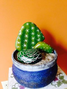 Painted Cactus Rock Garden Einfache Videoanleitung, You are in the right place about coffee Beauty Diy Here w Cactus Painting, Pebble Painting, Pebble Art, Stone Painting, Rock Painting, Diy Painting, Stone Crafts, Rock Crafts, Diy And Crafts