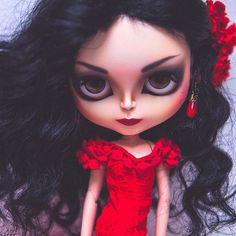 Vámonos pa' la Feria cariño mío... #erregiro #erregirodolls #bigeyes #blythe #doll #boneca #muñeca #custom #blythedoll #carving #poupée #makeup #sculpt #maquillaje #instadoll #sevilla #手首 #ブライズ #fashion #moda #ブライスドール #art #diseño #design #instablythe #arte #arttoy #toy #lolaflores #feriaabril