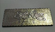 Repujado en aluminio sobre madera