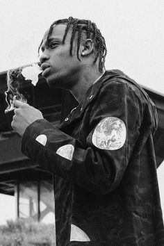 This picture is good for the pose as he is not looking into the camera but also a side on picture Rapper, Kylie Travis, Travis Scott Wallpapers, Rap Wallpaper, Nike Wallpaper, Iphone Wallpaper, Youtuber, Hip Hop Rap, Music Artists