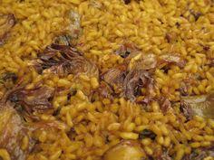 """Que delicia de arroz. Y la clave está en un componente que la mayoría de los que se enfrentan a este plato desprecian: """"la melsa"""" (bazo de la sepia). Por este motivo el verdadero arroz con sepia ... Spanish Kitchen, Spanish Food, Avocado Recipes, Daily Meals, Risotto, Diet Recipes, Food And Drink, Rice, Cooking"""