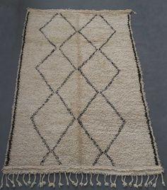 Larusi vintage Beni Ouarain rug. www.larusi.com