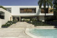 Impresionante casa entre arte y naturaleza: https://www.homify.com.mx/libros_de_ideas/28177/impresionante-casa-entre-arte-y-naturaleza