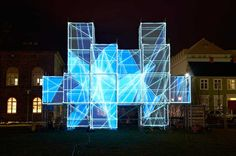 Andamios ordinarios transformados en un entorno de luz y sonido » Blog del Diseño