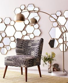 Make a grand statement with our contemporary panel featuring a cluster of brass hexagon-shaped mirrors in an array of sizes and depths for added dimension. Modern Mirror Design, Color Cobre, Casa Clean, Luxury Mirror, Mirror Panels, Wall Mirrors, Empty Wall, Mid Century Decor, Diy Wall