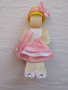 Shopping girl - I Like Big Bows: Ribbon Sculptures (Creative little hair clips) Ribbon Hair Clips, Ribbon Art, Ribbon Hair Bows, Diy Hair Bows, Diy Ribbon, Ribbon Crafts, Ribbon Projects, Ribbon Sculpture, Diy Hair Accessories