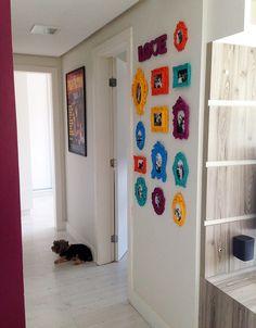 Pin by Dizzy Cat on Decoração Ideas Cabaña, Art Decor, Room Decor, Deco Boheme, Hanging Wall Art, Frames On Wall, Interior Design Living Room, Sweet Home, Gallery Wall