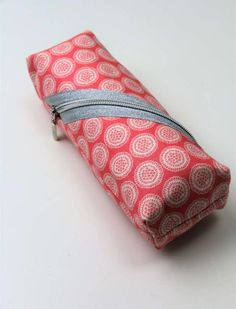 Quick & easy: Sewing bag in 10 minutes - Anleitungen Sewing Hacks, Sewing Tutorials, Sewing Tips, Diy Bags No Sew, Patchwork Bags, Simple Bags, Sewing Projects For Beginners, Sewing Patterns Free, Purse Patterns