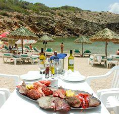 Balneario de Cala Carbó: mariscos y pescados frescos, con los pies en la arena