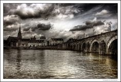 Sint Servaasbrug in Maastricht. The Places Youll Go, Cool Places To Visit, Places Ive Been, Wonderful Places, Beautiful Places, Famous Bridges, Hdr Photography, I Want To Travel, Click Photo