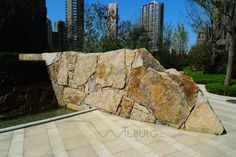 Three main elements found in every Japanese garden are: water, rocks and plants. This article focuses on the arrangement of rocks, their aesthetic qualities and their many pratical uses within your garden design. Japanese Rock Garden, Japanese Landscape, Japanese Garden Design, Landscape And Urbanism, Landscape Design, Stone Sculpture, Garden Theme, Water Features, Entrance