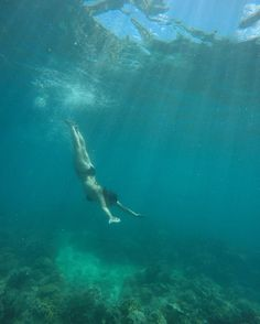 Enjoying the stunning Great Barrier Reef  #greatbarrierreef #underwater #underwaterpics #underwaterphotography #gopro #goprooftheday #dive #diving #snorkeling #water #blue #bluewater #sunbeam #bikini #coral #eastcoast #eastcoasttrip #travel #traveling #backpacking #contiki #contikiaustralia by annefgrangaard http://ift.tt/1UokkV2