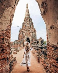 In this post you will find some guidance about the beautiful Bangkok - Thailand. Enjoy the article and enjoy your trip in Thailand. New Travel, Travel Goals, Asia Travel, Wanderlust Travel, Wanderlust Quotes, Overseas Travel, Hawaii Travel, Italy Travel, Bangkok Travel
