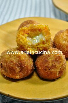 Blog di cucina di Aria: Crocchette morbide di zucca e patate con cuore fil...