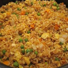 I could eat fried rice a week!Easy fried rice, better than takeout! 3 cups cooked white rice (I'll use brown) 3 tbs sesame oil 1 cup frozen peas and carrots (thawed) 1 small onion, chopped 2 tsp minced garlic 2 eggs, slightly beaten cup soy sauce Think Food, I Love Food, Food For Thought, Good Food, Yummy Food, Tasty, Great Recipes, Dinner Recipes, Favorite Recipes