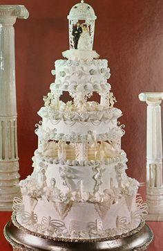 Large Wedding Cakes, Wedding Cake Fresh Flowers, Purple Wedding Cakes, Amazing Wedding Cakes, Elegant Wedding Cakes, Wedding Bouquets, Old School Wedding, Stained Glass Church, Vintage Cakes