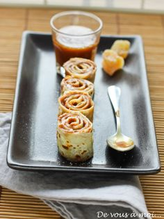 Crepes with chocolate and ginger Gourmet Desserts, Plated Desserts, Dessert Recipes, Churros, Crepes Party, Pancake Cake, Pancakes, Dessert Presentation, Oatmeal Bread