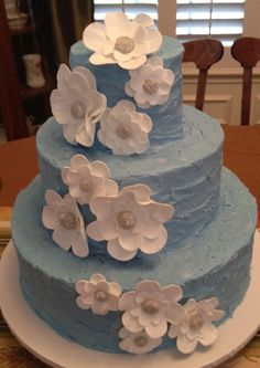 """Blue Wedding - Buttercream """"rough"""" iced with pastillage flowers"""