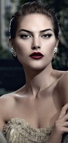 "Gorgeous ""Old Hollywood"" look."